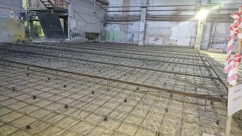 Установка бетонных полов в здании