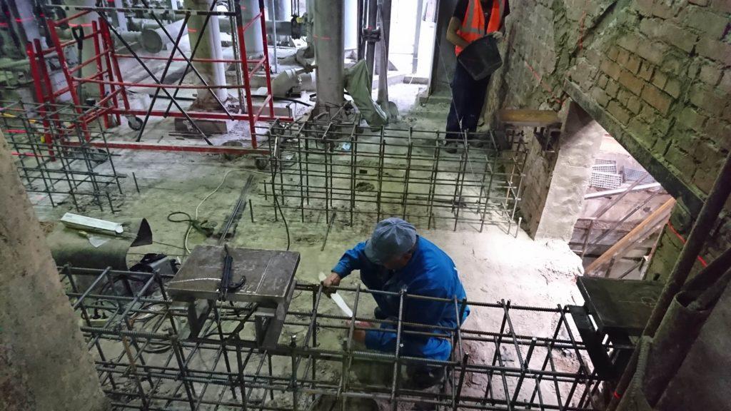 Установка бетонных полов в здании пром. назначения
