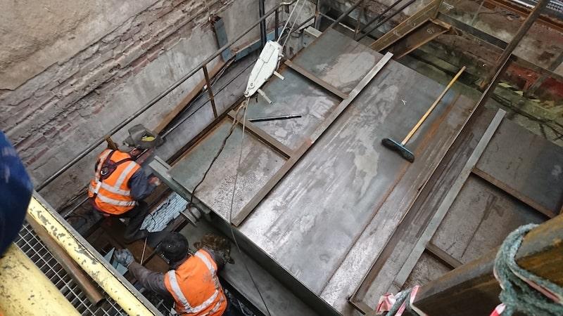 Установка бетонных полов на фабрике