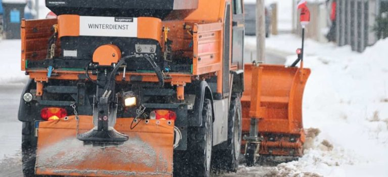 Уборка снега в Санкт-Петербурге: выбираем технику и услуги